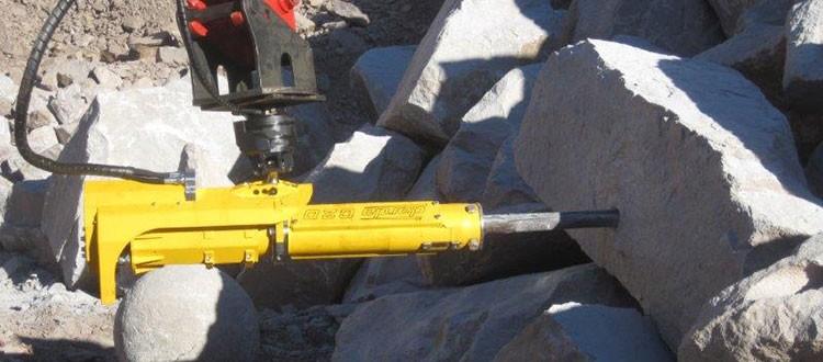 Darda C20 Rock Splitter montato su escavatore